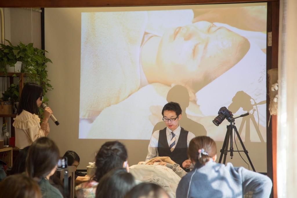 美容鍼灸 北京デモンストレーション6