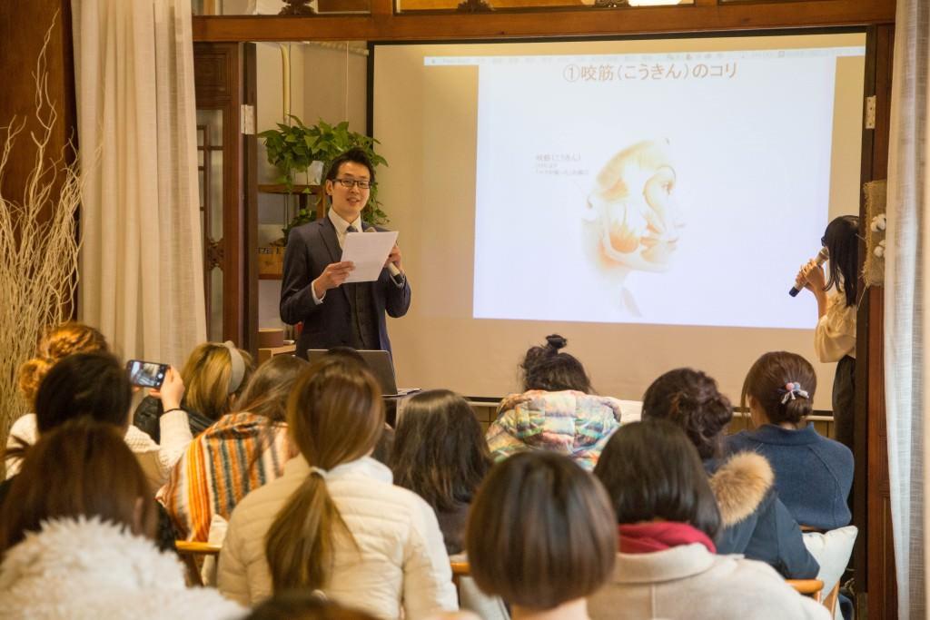 美容鍼灸 北京デモンストレーション1