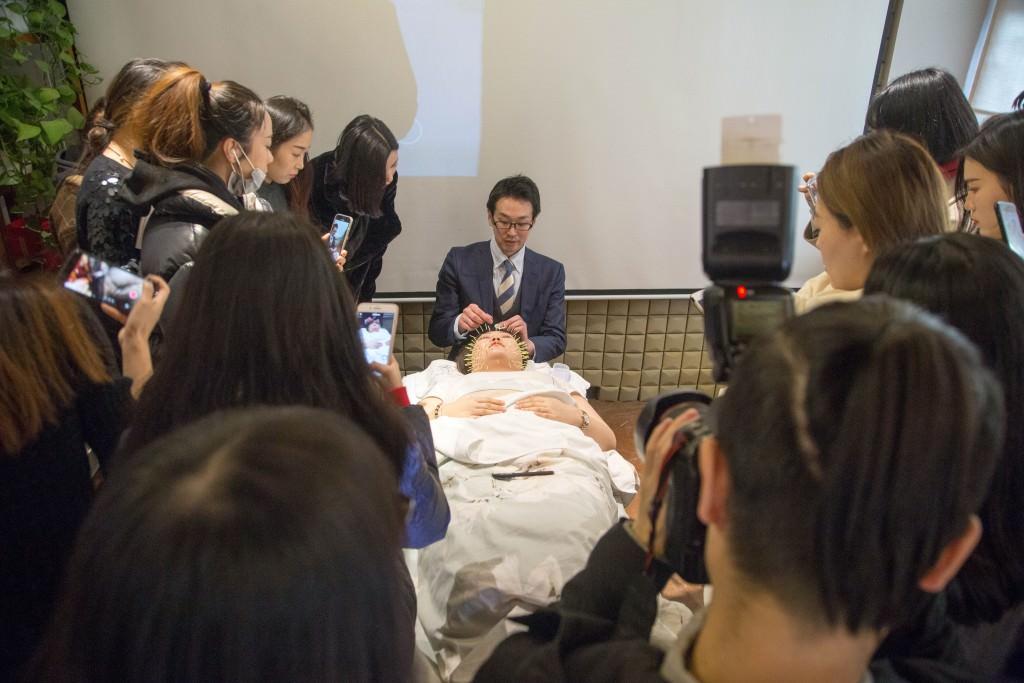 美容鍼灸 北京デモンストレーション2
