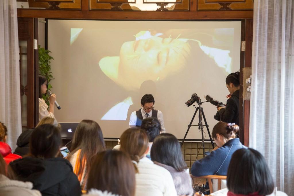 美容鍼灸 北京デモンストレーション4