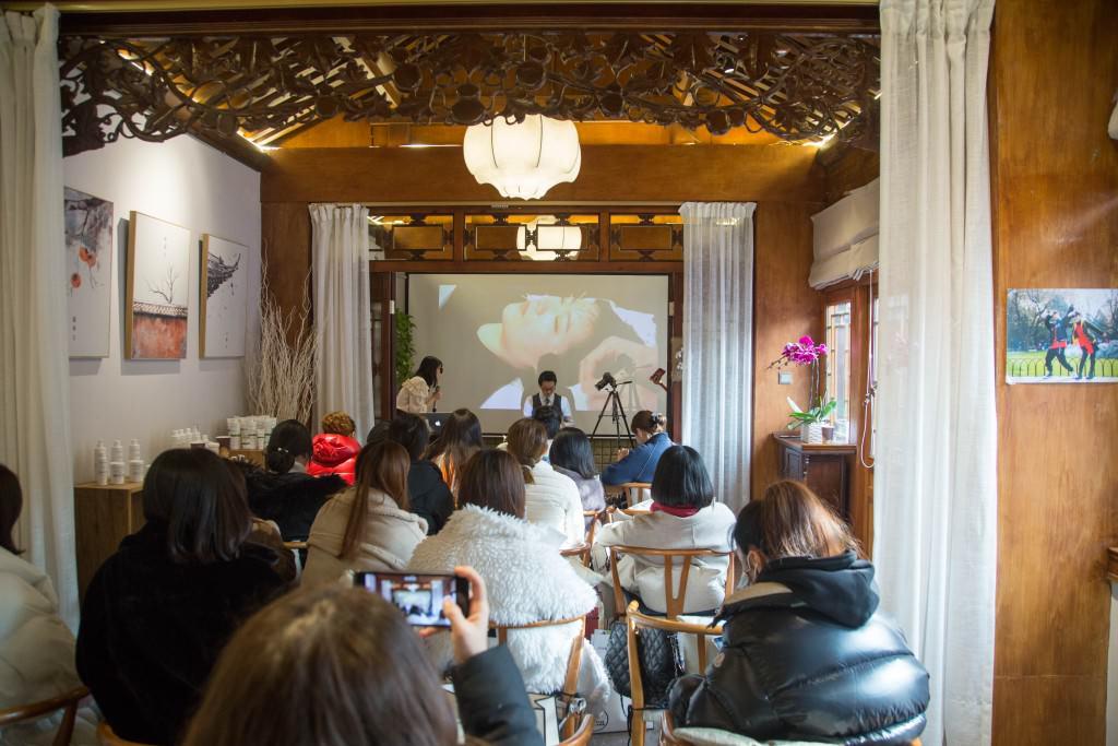 美容鍼灸 北京デモンストレーション3